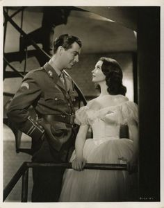 Robert Taylor and Vivien Leigh. I adore this photo. <3