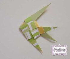 In questo tutorial vi spiegherò come creare un pesciolino con la tecnica dell'intreccio, un origami molto semplice da eseguire in pochi minuti. Tagliate due strisce di carta, meglio se larghe 1 cm, e piegatele in questo modo. Intersecate le due strisce. Piegate verso in basso (internamente) la striscia verticale. Inserite la striscia orizzontale in quella...