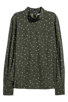 Blusa con cuello elevado - Verde caqui/Lunares - MUJER | H&M ES