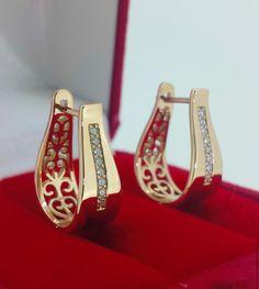 Gold Jhumka Earrings, Jewelry Design Earrings, Gold Earrings Designs, Diamond Hoop Earrings, Gold Ring Designs, Gold Bangles Design, Gold Jewellery Design, Gold Jewelry, Wedding Jewelry