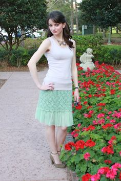 Loving this simple and ladylike look for spring! #mint #lace