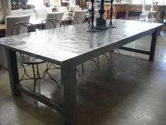 concrete floor/metal lamps/ and that table Rustic Industrial, Concrete Floors, Rustic Design, Lamps, Dining Table, Design Ideas, Flooring, Coffee, Metal