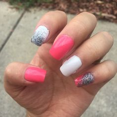 #notd My nails of this weekend 💗✨💗 Pink white and glitter ✨✨✨ ____________________________________________________. Mis uñas de este fin de semana ✨#enedice #mexicana #youtuber #latinablogger #uñas #nails #nailswag #nailstagram #uñaslindas #kissnails #nailpolish #nycnails #glitternails #glitter