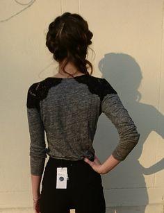 3e853c8cf1 T-shirt manche longue Zara avec empiècements dentelle sur les épaules, très  bon état. Vinted