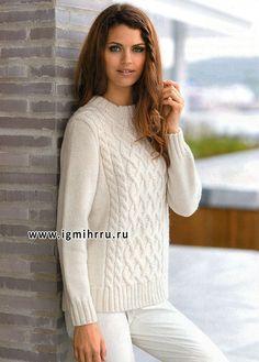 Теплый белый пуловер с красивым рельефным узором. Спицы