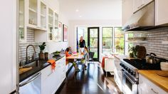*Daniella's preferred layout: living room, kitchen in the middle, dining room in back. I love the glass windows and doors. Red Cabinets, Glass Front Cabinets, Wall Cupboards, Kitchen Cabinets, Beautiful Kitchen Designs, Beautiful Kitchens, Beautiful Interiors, Green House Design, Smart Kitchen