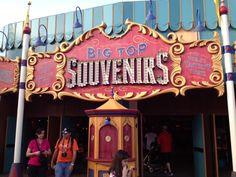 Here are some great #Disney World tips that can help you out, and save your pocketbook!