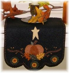 Fall Applique, Wool Applique Patterns, Christmas Applique, Applique Ideas, Applique Designs, Adornos Halloween, Manualidades Halloween, Felted Wool Crafts, Felt Crafts