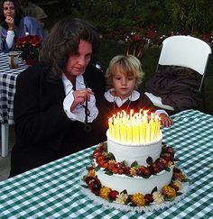 Paul N. created a replica of Bilbo Baggins' cake from the first Lord of the Rings movie for his great nephew, Nathaniel! His nephew is depicted as Frodo and his sister as Bilbo..what fun! | Safari Ltd® 2013 Birthday Cake Contest