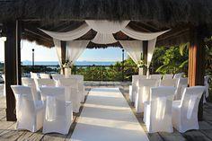 Queensland Brides: Wedding Theme Spotlight: Beach/Tropical Weddings Matrimonio che si affaccia sul mare All'Elba questo è possibile #elba #wedding #cerimonia