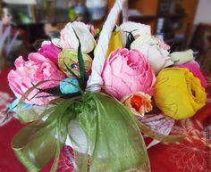 Купить или заказать Конфетный букет 'Сладкая радуга' в интернет-магазине на Ярмарке Мастеров. 'Сладкая радуга' - жизнерадостная, солнечная композиция из роз. Яркая палитра букета перенесет Вас в атмосферу беззаботных, радужных летних деньков. Конфеты легко извлекаются из цветов, не нарушая целостность и композицию букета. Вместительная, прочная и, вместе с тем, легкая корзина ручной работы украсит любой интерьер. Так же ее можно использовать и в практических целях.