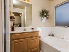 Small bathrooms are great in light colors - #interiordesign #bathroom