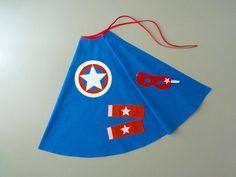 Cape de Super Héros bleue avec une étoile blanche dans cercles blanc rouge et bleu : Ecole et loisirs par la-fee-brochette