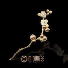 장옥정, 금색볼 흰꽃 머리꽂이 - 고품격 수공예 주얼리 민휘아트주얼리 MINWHEE ART JEWELRY Jade Jewelry, Modern Jewelry, Crystal Jewelry, Pendant Jewelry, Jewelry Art, Antique Jewelry, Jewelry Design, Korean Accessories, Jewelry Accessories