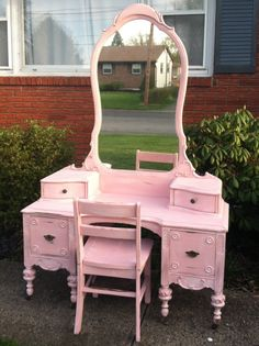 Vintage Childs Vanity $375 - Easton http://furnishly.com/catalog/product/view/id/4593/s/vintage-child-s-vanity/