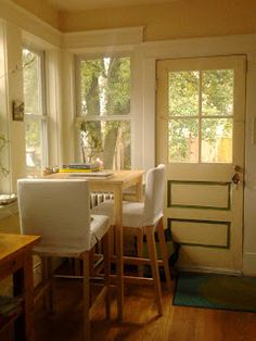 BREAKFAST TABLE similar to this but round