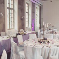 Hochzeitsdekoration in flieder und lilatönen - Hier im Thurn und Taxis Palais Frankfurt