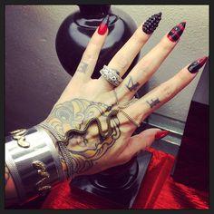 Fresh mani ❤️ found snake crazy with my @uraniummtl snake bracelet/ring and @gypsywarrior bracelet #uraniummtl #gypsywarrior #claws
