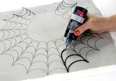 Украсьте декольте паутиной! / Украшения и бижутерия / ВТОРАЯ УЛИЦА Накрываем прозрачной тканью и рисуем густой краской