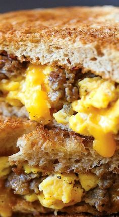 Breakfast Grilled Cheese - The Best Dessert Recipes Breakfast Desayunos, Breakfast Dishes, Breakfast Recipes, Breakfast Sandwiches, Steak Sandwiches, Grilled Cheese Sandwiches, Breakfast Ideas With Eggs, Breakfast Panini, Breakfast Nachos