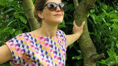 Wer noch eine luftige Bluse für einen lauen Sommerabend sucht, ist bei FRAUFrida an der richtigen Adresse. Diese lockere Bluse mit weitem Arm und nach hinten verlängertem Saum ist so fix fertig, dass Du schnell wieder raus in die Sonne kannst.  FrauFrida ist die perfekte Begleiterin im Büro, im Urlaub oder beim Stadtbummel. Und wer mag, kann sie immer wieder verändern. Probier doch mal eine Brusttasche aufzunähen oder Vorder- und Rückenteil in verschiedenen Farben zu nähen... bestimmt…