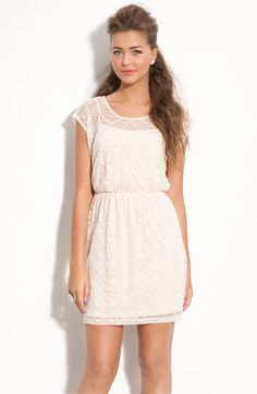 Sooo pretty lace dress.  Perfect for date night.
