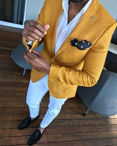 White pants for men are a continuing trend going into the new year. Add a pop of color with a vibrant sport coat/blazer. Mens Fashion Suits, Blazer Fashion, Mens Suits, White Pants Outfit, Yellow Blazer, Khaki Pants, Moda Formal, Designer Suits For Men, Herren Outfit