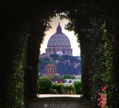 Dal buco della serratura - Porta dei cavalieri di Malta - Giardino degli aranci - Aventino, Roma Cupolone