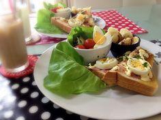 ⚫オープンサンド…      チーズ、ベーコン、ゆで卵 ⚫サラダ…ボストンレタス、       トマト、セロリ、水菜 ⚫デザート…チョコバナナ ⚫アイスカフェオレ ⚫アイスミルク でした♪(*^^)o∀*∀o(^^*)♪ - 72件のもぐもぐ - 朝&昼ごはん( ´ ▽ ` )ノ by kumonSasa