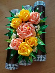 Kanzashi Flowers, Wedding Table Decorations, Christmas Ornaments, Tableware, Creative, Ideas, Home Decor, Handmade Flowers, Fabric Flowers