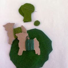 Everyone knows how important it is to eat your veggies! Help your little ones learn to love broccoli and its albino cousin cauliflower with this fun felt food tutorial. The pattern for these felt f…