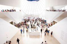 Museu do Amanhã. Concentración de visitantes en los pasillos del nuevo museo de Rio de Janeiro.