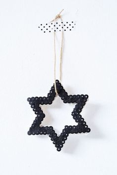 Great idea for xmas decoration made of hama beads Black Christmas, Noel Christmas, All Things Christmas, Christmas Crafts, Christmas Ornaments, Christmas Colors, Beautiful Christmas, Perler Beads, Fuse Beads