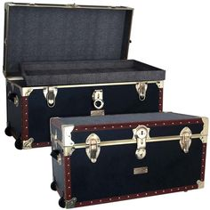 Best in class, wheeled trunk with organizer tray.