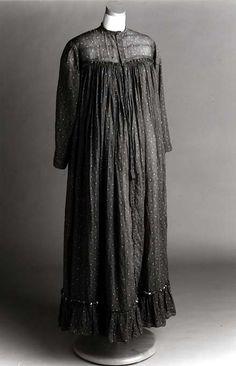 Maternity in the 1900s - Maternity dress 1903 United States North Carolina.jpg