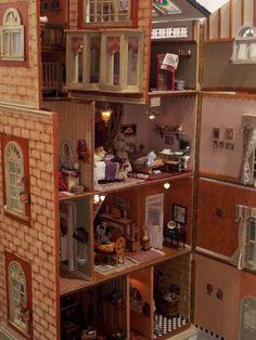 Edificio de 3 plantas en miniatura (escala 1:12) by dodo Arts and Crafts, via Flickr