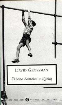 """""""Ci sono bambini a zigzag"""" David Grossman. Libro molto molto bello, racconto dell'abbandono dell'infanzia con situazioni e personaggi fantastici, che viene letteralmente rapita per permettere il passaggio all'età adulta, che nella cultura ebraica è caratterizzato dal Bar Mitzvah."""
