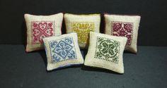 Cuscini di lino con ricamo monocolore