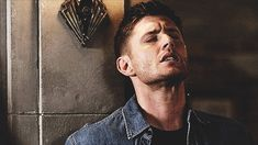 jagerjensen:So I reversed the gif and…….*faints*  ohhhhh, geeklibrarian - Happy Monday! :D