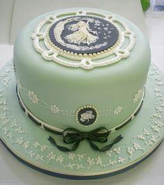 pearls and cameos cake! by Nina Maltese