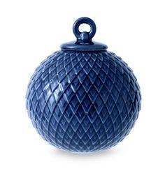 Lyngby Porcelaen - Rhombe kugle moerk blaa #inspirationdk #Lyngbyporcelæn