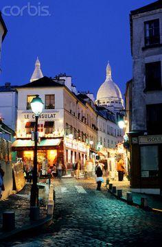 France, Paris, Montmartre District, Le Consulat Cafe and Basilique du Sacre Coeur (The Basilica of the Sacred Heart)