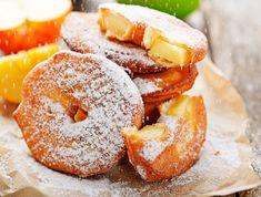 Apples in crunchy dough - a simple recipe - Onet Cooking - Italian Desserts, Apple Desserts, Beignets, Apfel Snacks, Best Apple Recipes, Japanese Curry, Antipasto, Gelato, Doughnut