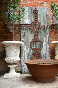 Today, French Quarter Courtyards are enjoyed by locals and tourists alike. With a few simple elements, you can create your very own French Quarter Courtyard. We have put together a list of the top 6 elements of a French Quarter Courtyard. #NewOrleans #FrenchQuarter