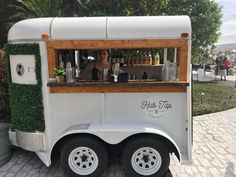 HubTap Mobilel Bar - Vintage horse trailer with fully equipped bar and jockey box for draft beer options. Utility Trailer, Trailer Hitch, Converted Horse Trailer, Coffee Trailer, Food Truck Wedding, Fifth Wheel Trailers, Coffee Carts, Mobile Business, Food Trailer