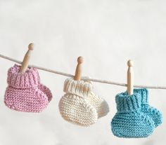 Simply Sweet Baby Booties | These sweet knit baby booties make a great gift for a mommy-to-be.