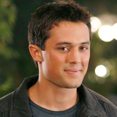 I love Stephen Colleti..loved him on Laguna..loved him even more as chase on one tree hill :)