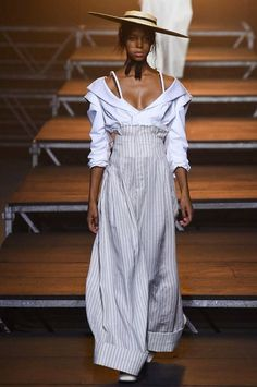 Jacquemus Spring 2017 Ready-to-Wear Fashion Show Collection: See the complete Jacquemus Spring 2017 Ready-to-Wear collection. Look 25 Fashion Week Paris, Fashion 2017, Look Fashion, Runway Fashion, High Fashion, Fashion Show, Fashion Design, Fashion Check, Ski Fashion