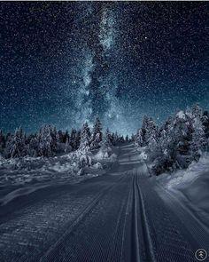 Irgendwo in Norwegen . - Irgendwo in Norwegen … - Somewhere in Norway . - Somewhere in Norway . Pretty Pictures, Cool Photos, Amazing Photos, Ciel Nocturne, Winter Scenes, Milky Way, Amazing Nature, Belle Photo, Night Skies