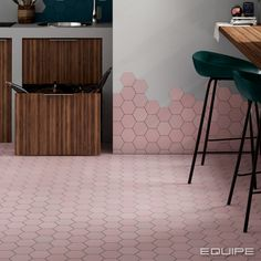 Kromatica ⋆ La Tuilerie Hexagon Tile Bathroom, Hexagon Tiles, Bathroom Colors, Kitchen Tiles, Kitchen Flooring, Pink Tiles, Small Tiles, Color Tile, Kitchen
